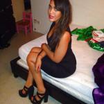 jeuen femme arabe sexy dans une chambre à coucher